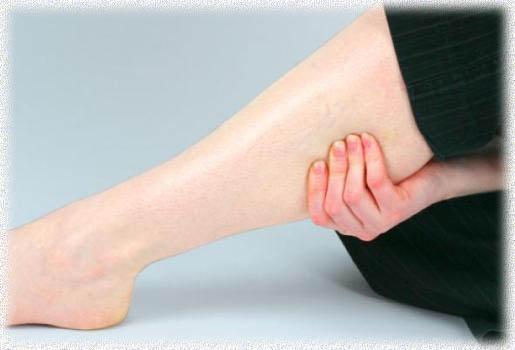 Почему сводит икры ног