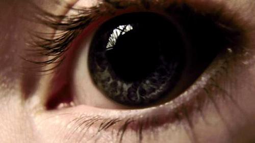 Выполняем массаж глаз
