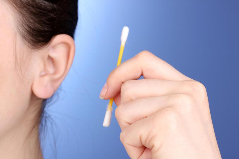 Как самому себе промыть ухо